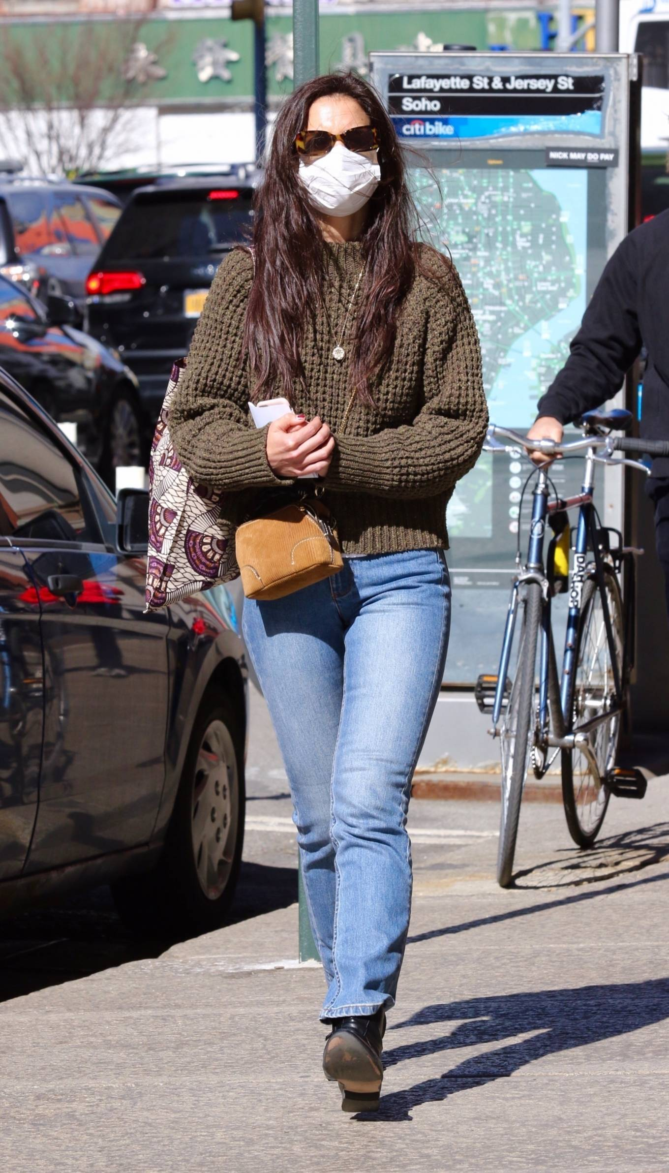 Katie Holmes 2021 : Katie Holmes – In tight jeans while out shopping in Manhattan-03
