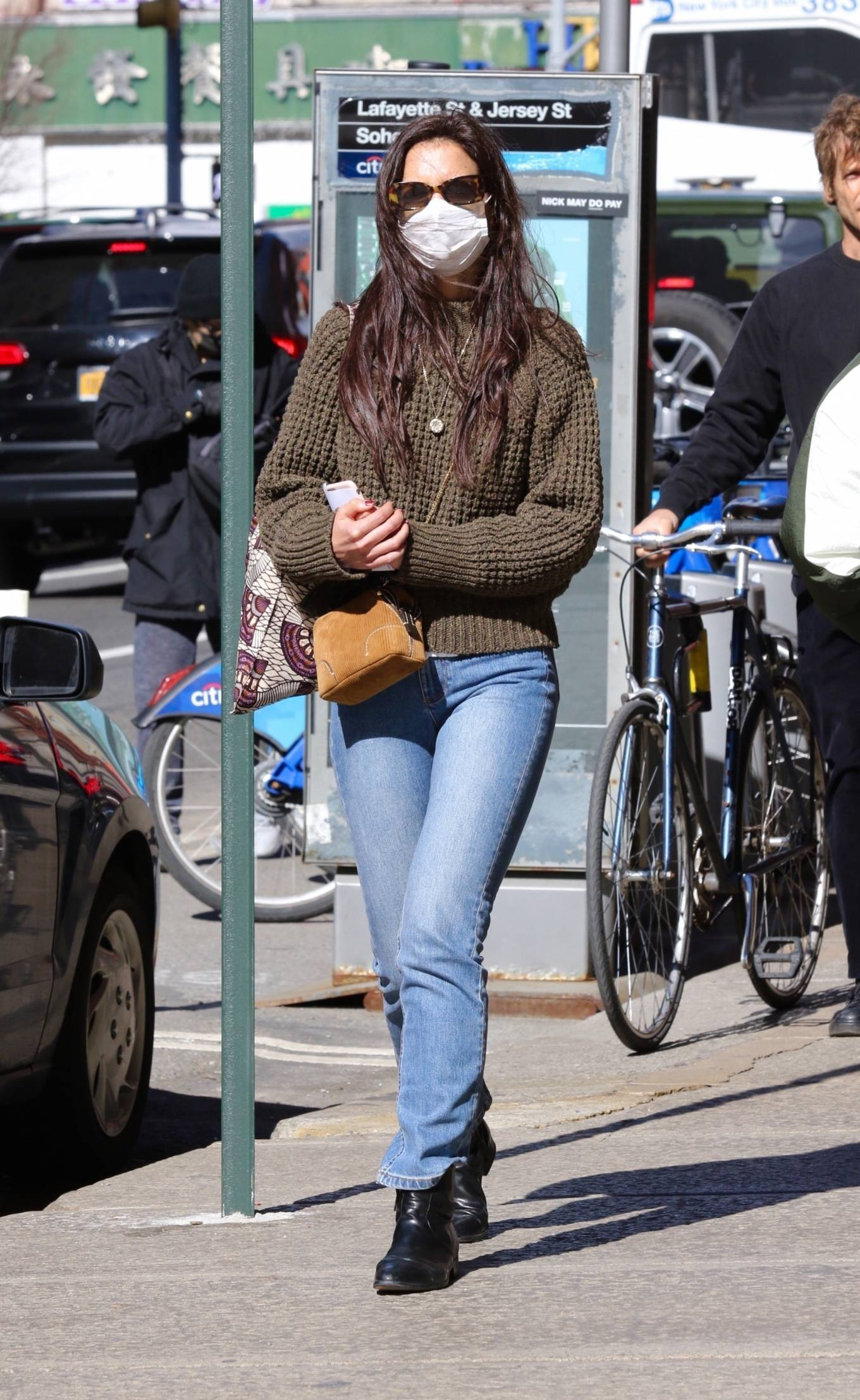 Katie Holmes 2021 : Katie Holmes – In tight jeans while out shopping in Manhattan-04
