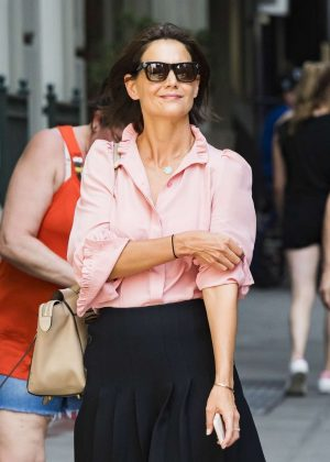 Katie Holmes - Leaves the Paramount offices in NYC