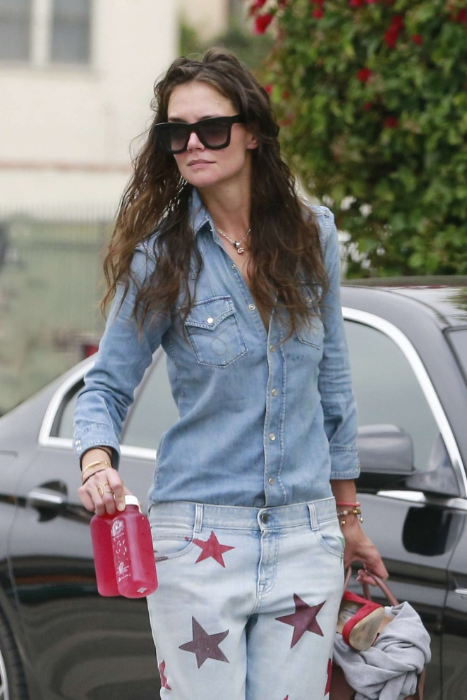 Katie Holmes - Leaving a yoga studio in Thousand Oaks