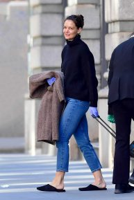 Katie Holmes - Leaving her home in NYC