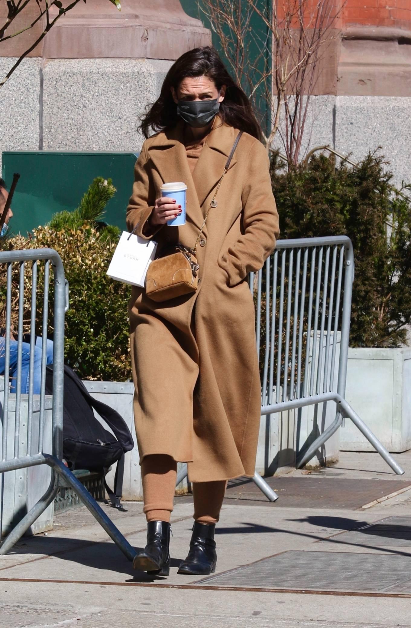 Katie Holmes - On an early morning coffee run in Manhattan