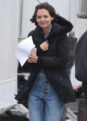 Katie Holmes - On set of an untitled series in Chicago