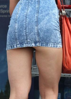 Katie Holmes in Short Jeans Dress -18