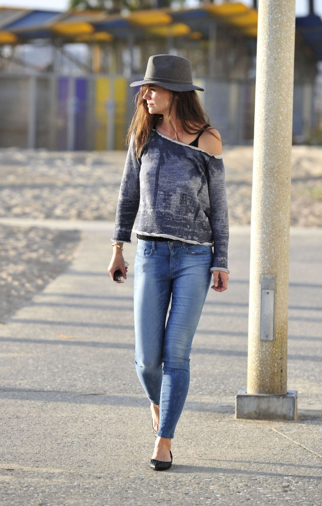 Katie Holmes in Tight Jeans Out in Santa Monica