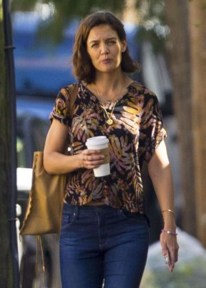 Katie Holmes - Out for a coffee in New Orleans