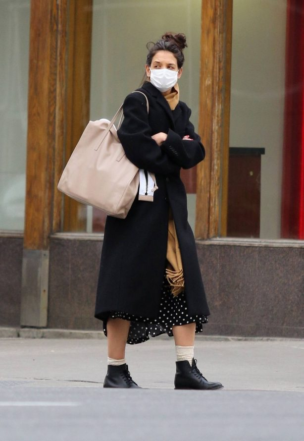 Katie Holmes - Out for a cup of coffee in New York