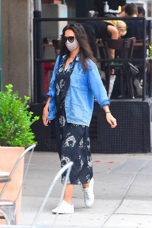 Katie Holmes - Out for lunch in Manhattan