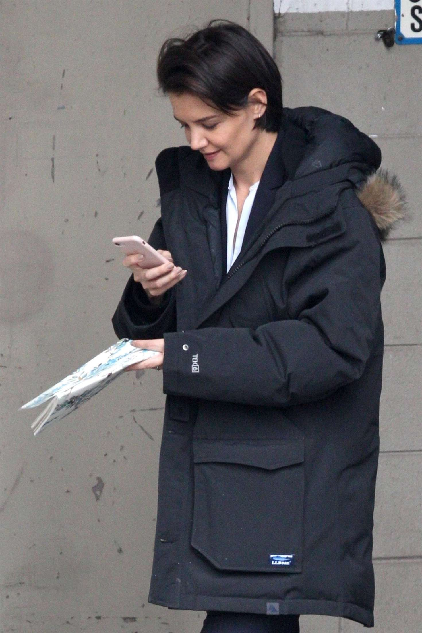 Katie Holmes out in Chicago