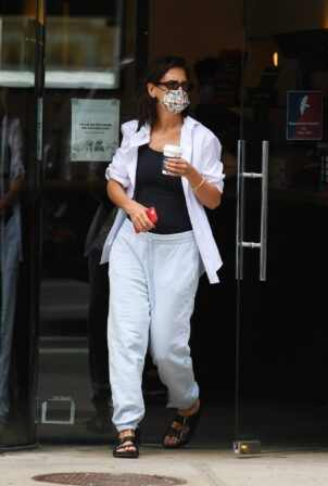 Katie Holmes - Out in white sweatpants in SoHo