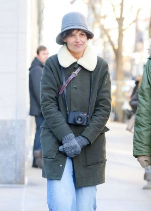 Katie Holmes - Out to see the show 'Michelangelo; Divine Draftsman and Designer' in NY