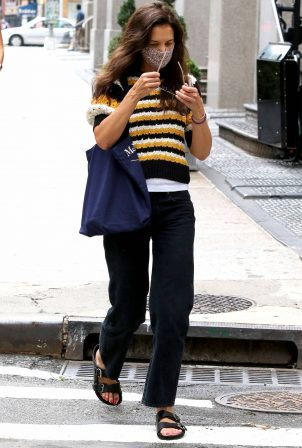 Katie Holmes - Running errands in NYC