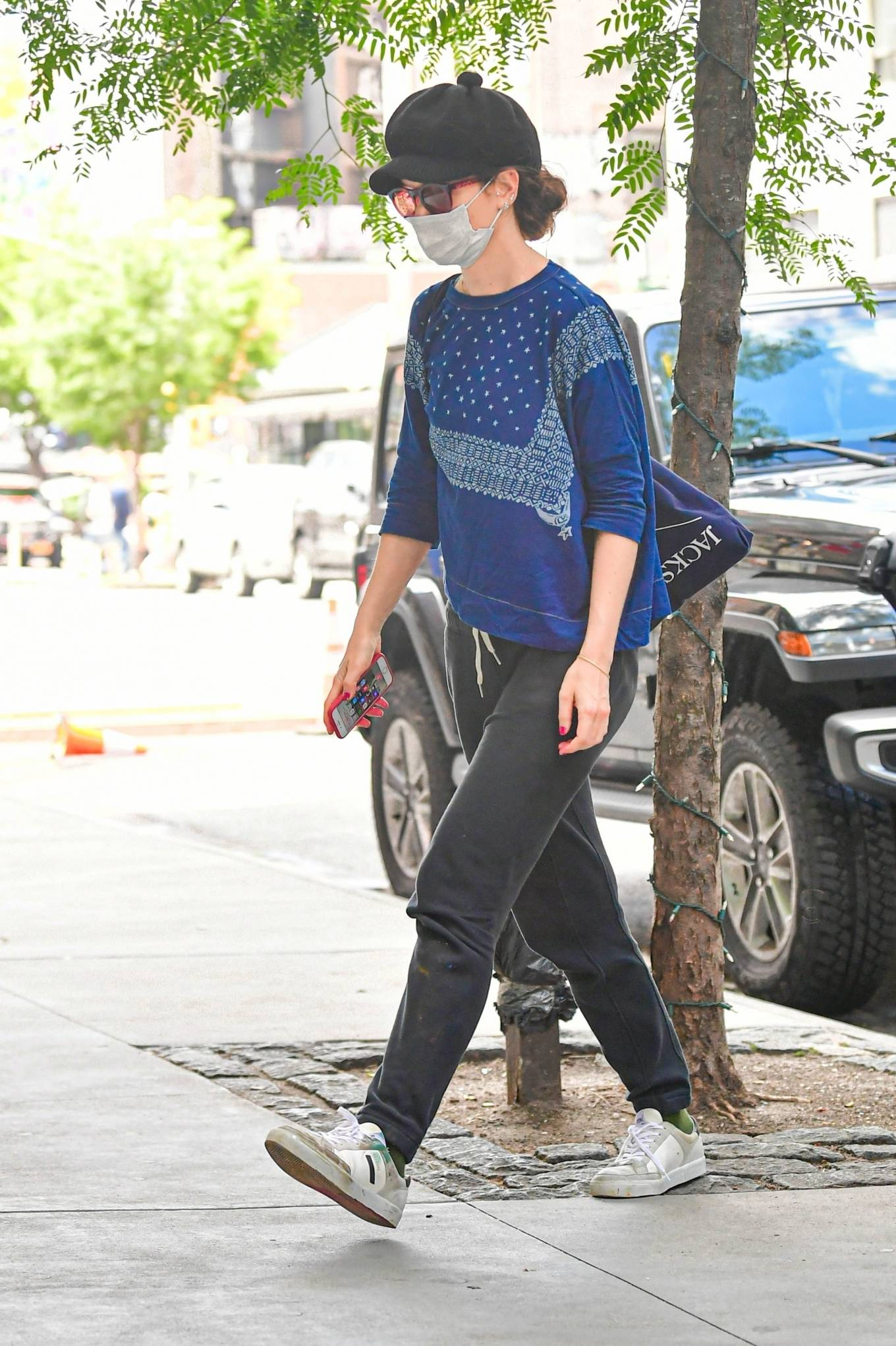 Katie Holmes 2021 : Katie Holmes – Seen at her apartment building in New York -05
