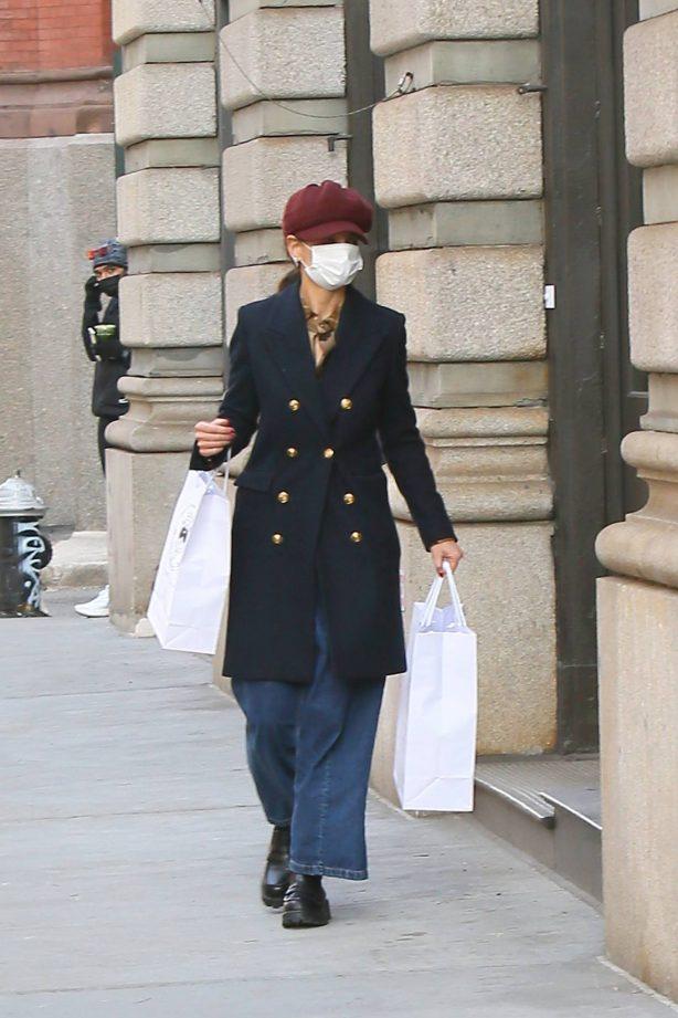 Katie Holmes - Seen at Santa Maria Novella in New York