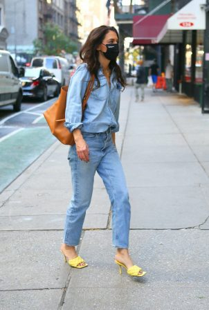 Katie Holmes - Seen out in New York