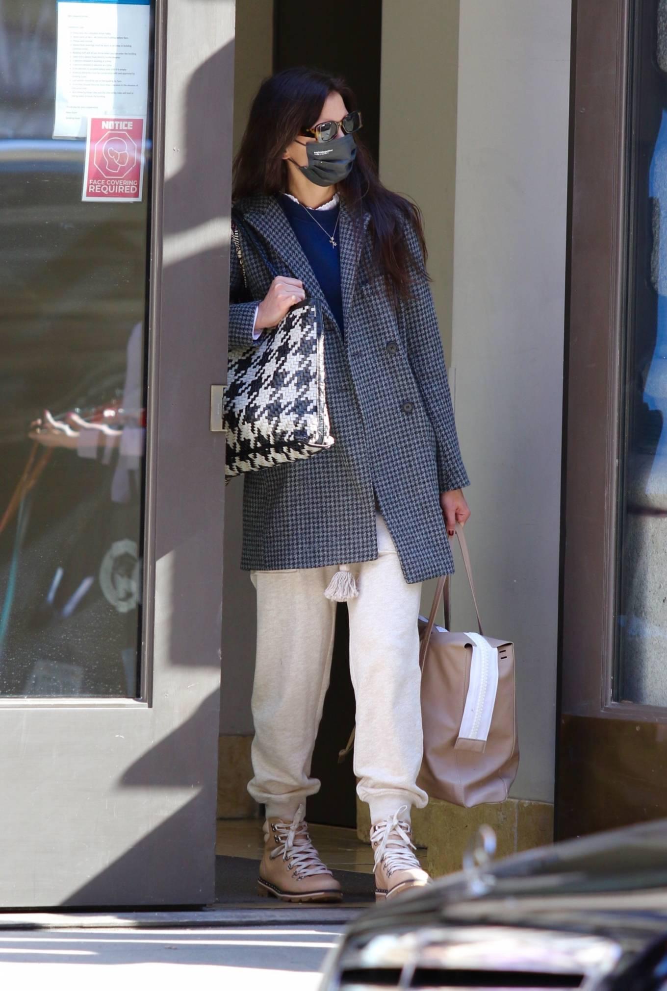 Katie Holmes 2021 : Katie Holmes – Seen running errands in Manhattan-01