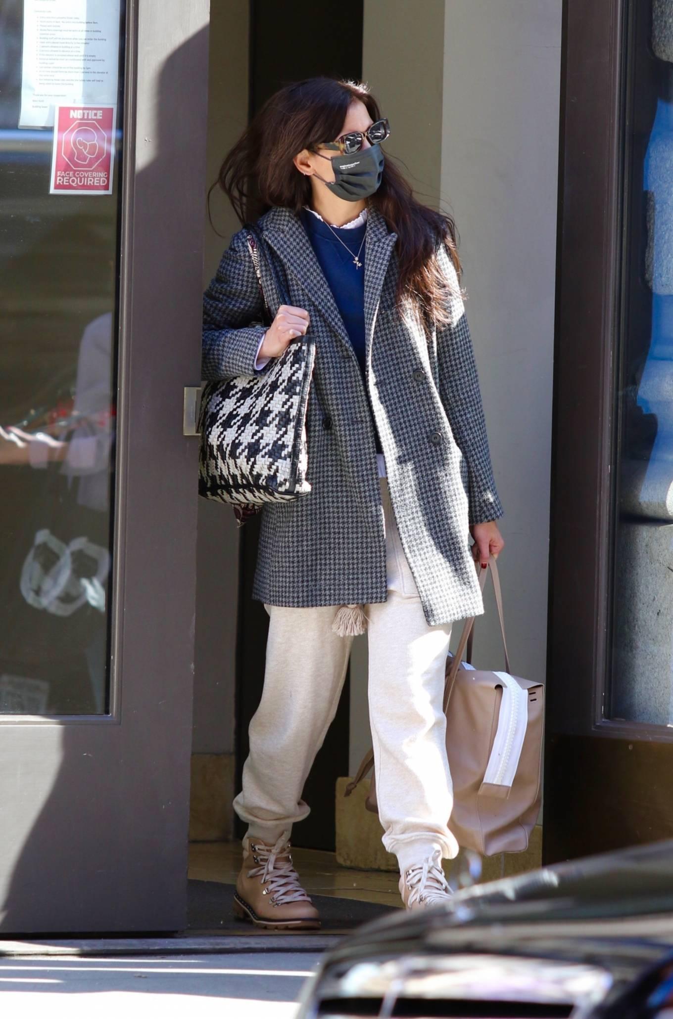 Katie Holmes 2021 : Katie Holmes – Seen running errands in Manhattan-02