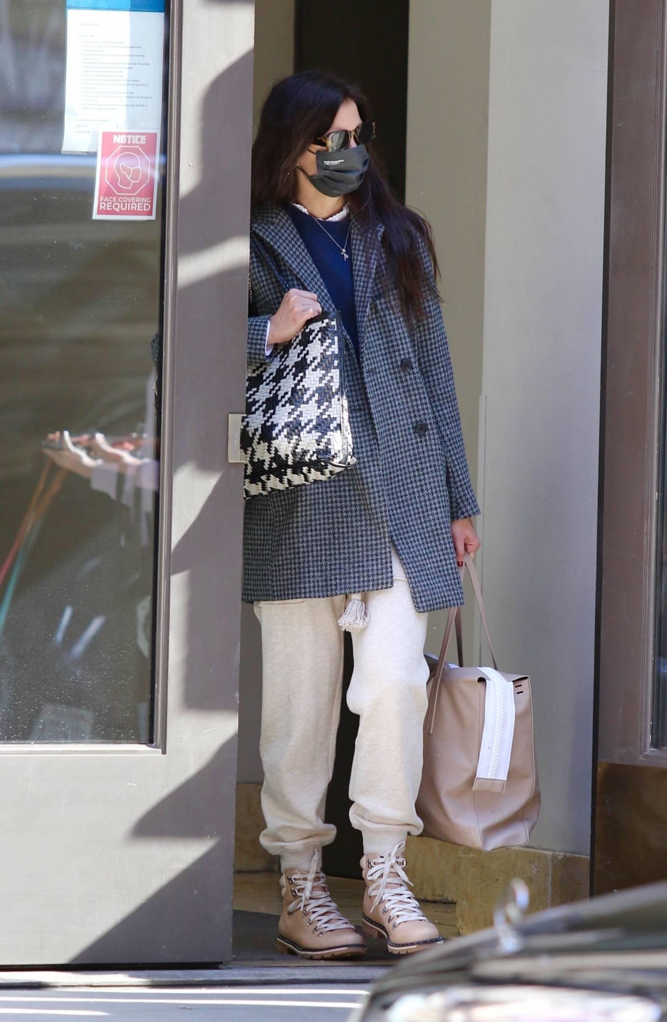 Katie Holmes - Seen running errands in Manhattan