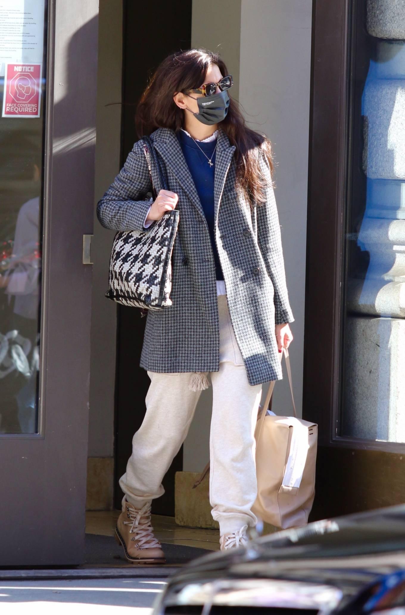 Katie Holmes 2021 : Katie Holmes – Seen running errands in Manhattan-05