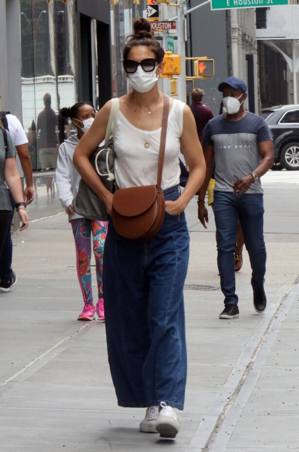 Katie Holmes - Seen waking in Soho - New York