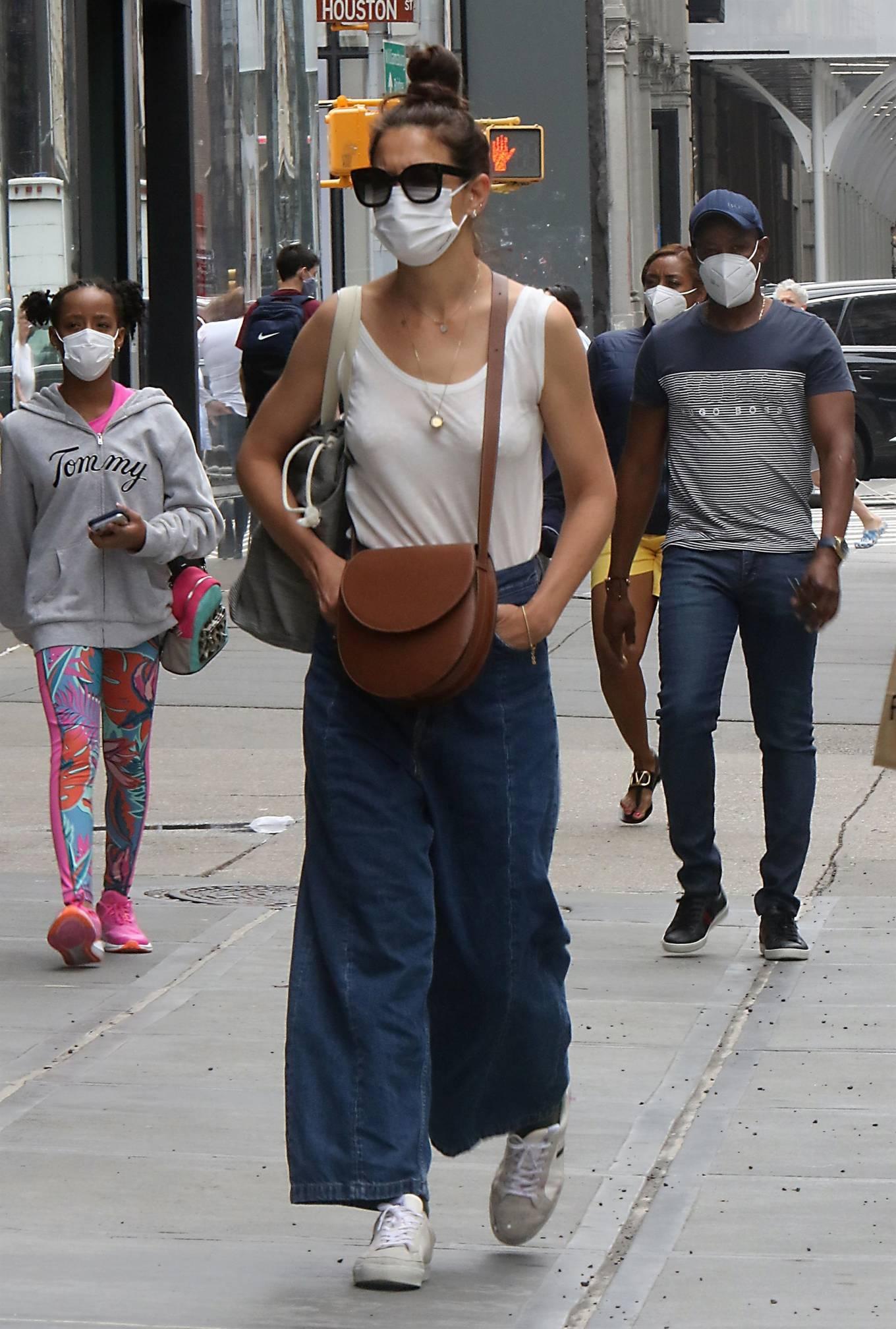 Katie Holmes 2021 : Katie Holmes – Seen waking in Soho – New York-02