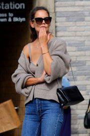 Katie Holmes - Seen while hailing a cab in Downtown Manhattan