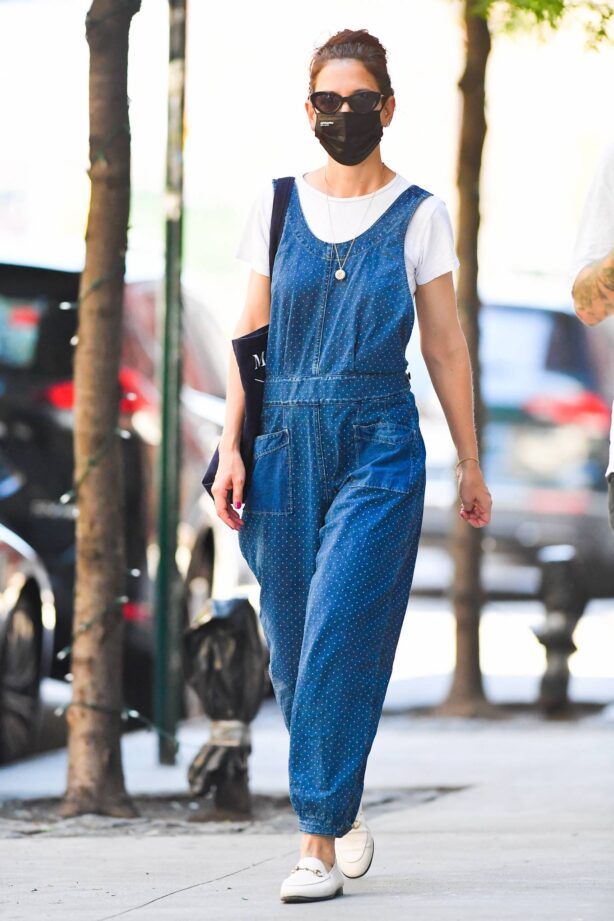 Katie Holmes - Seen with friends in New York City