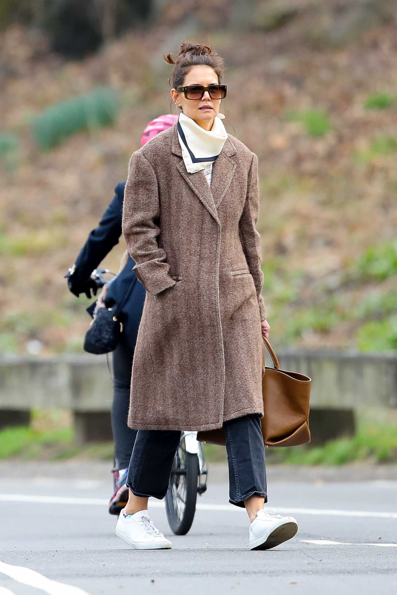 Katie Holmes - Seen with out mask at Central Park in New York