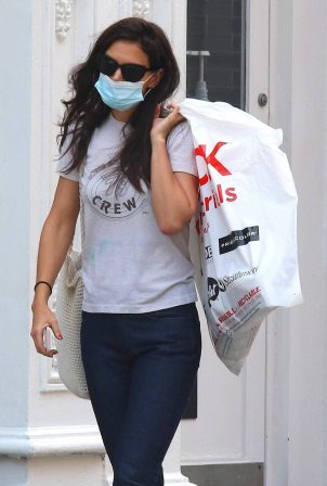 Katie Holmes - Shopping at a 'Blick' art store in Soho