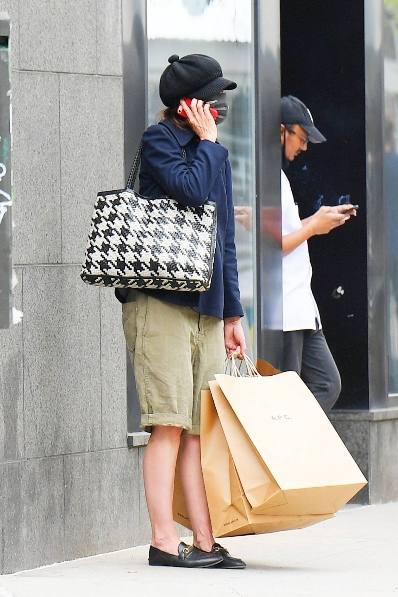 Katie Holmes 2021 : Katie Holmes – Shopping at A. P. C. in SoHo-01