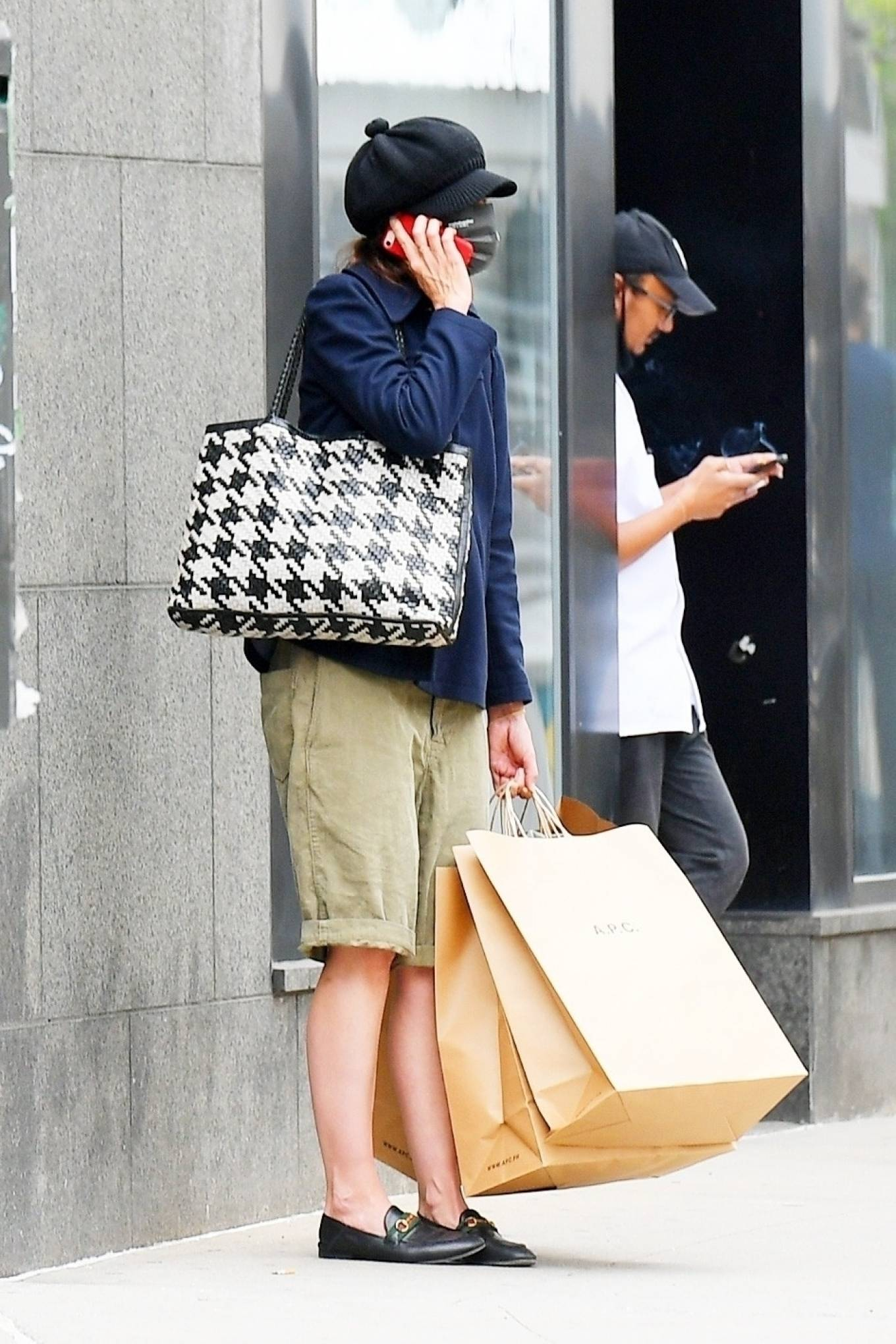Katie Holmes 2021 : Katie Holmes – Shopping at A. P. C. in SoHo-03