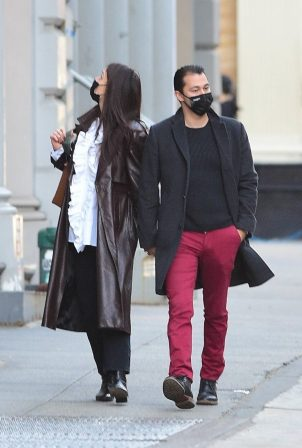 Katie Holmes - Shopping candids at a paint store in New York