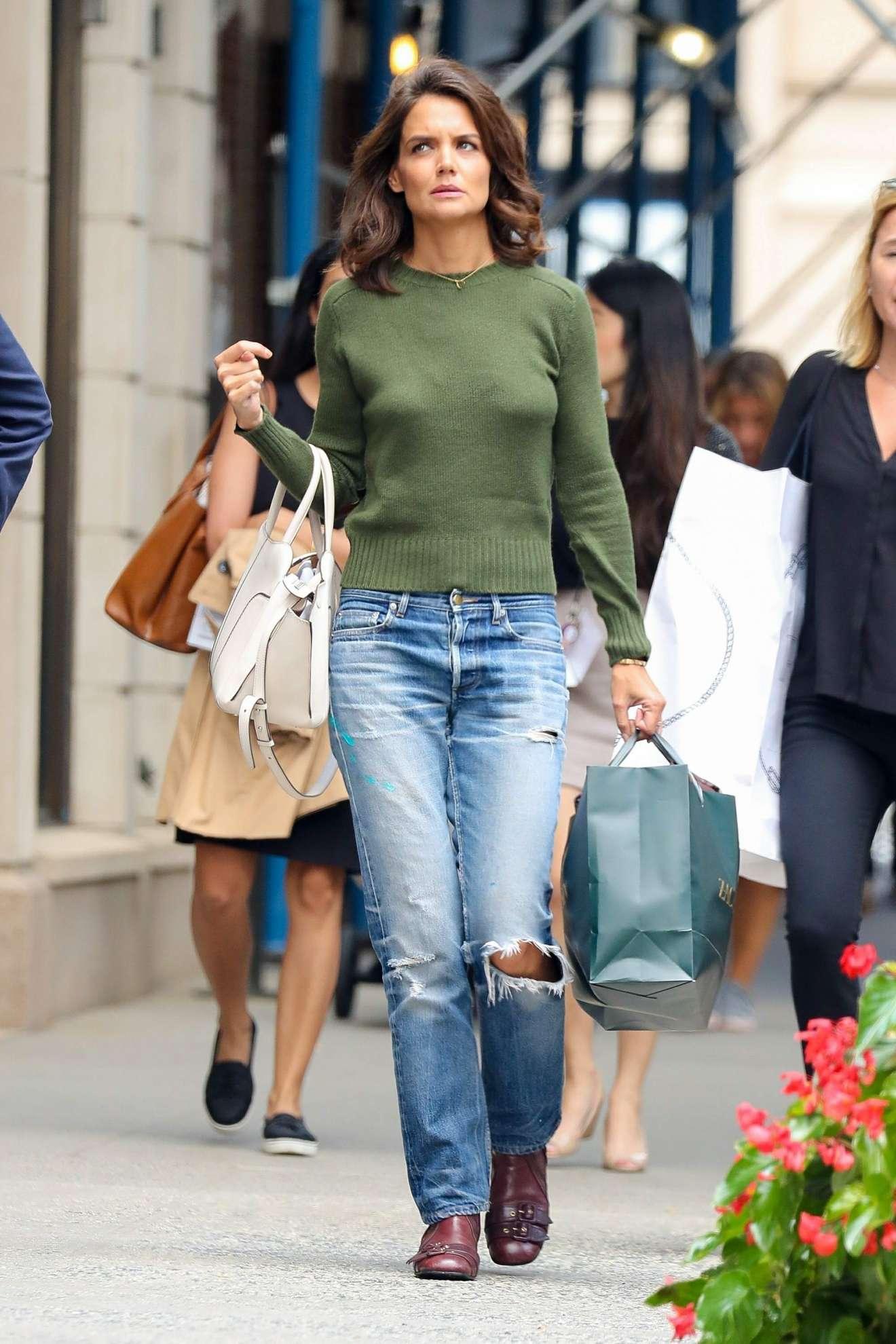 Katie Holmes Shopping Candids At Zac Posen In New York