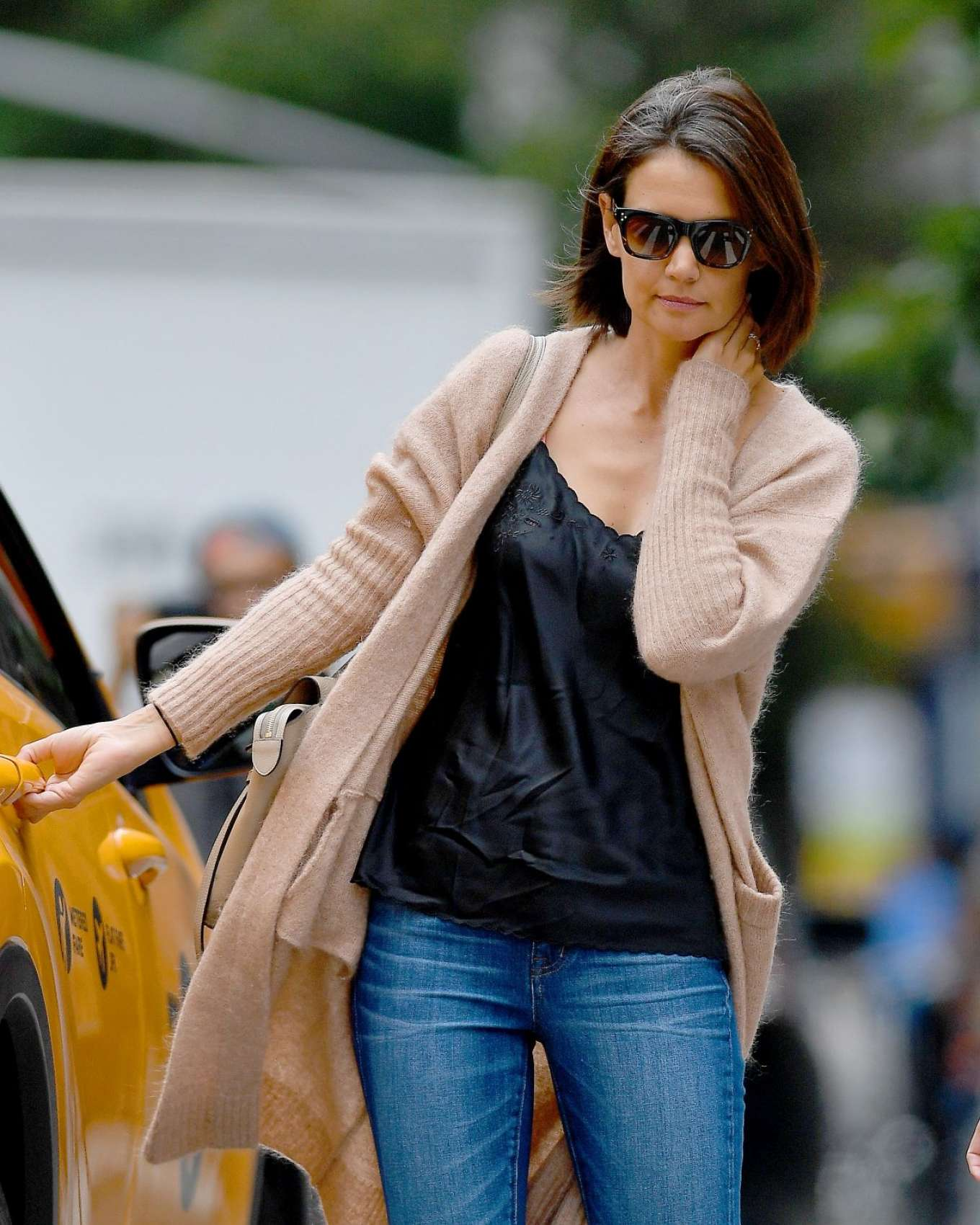 Katie Holmes - Spotted at A Doctors Office In New York
