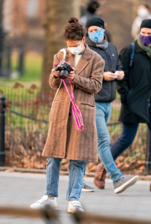 Katie Holmes - Spotted on a trip to Washington Square Park in New York