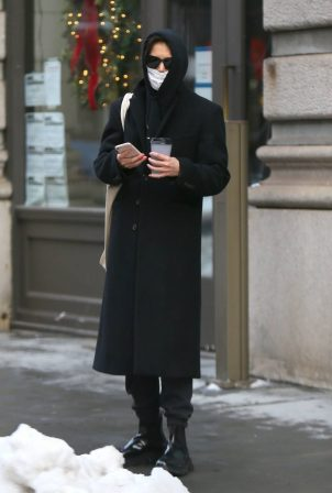 Katie Holmes - Spotted on her birthday in New York