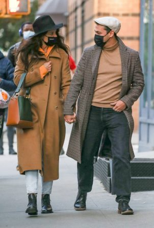 Katie Holmes - Spotted while out in SoHo