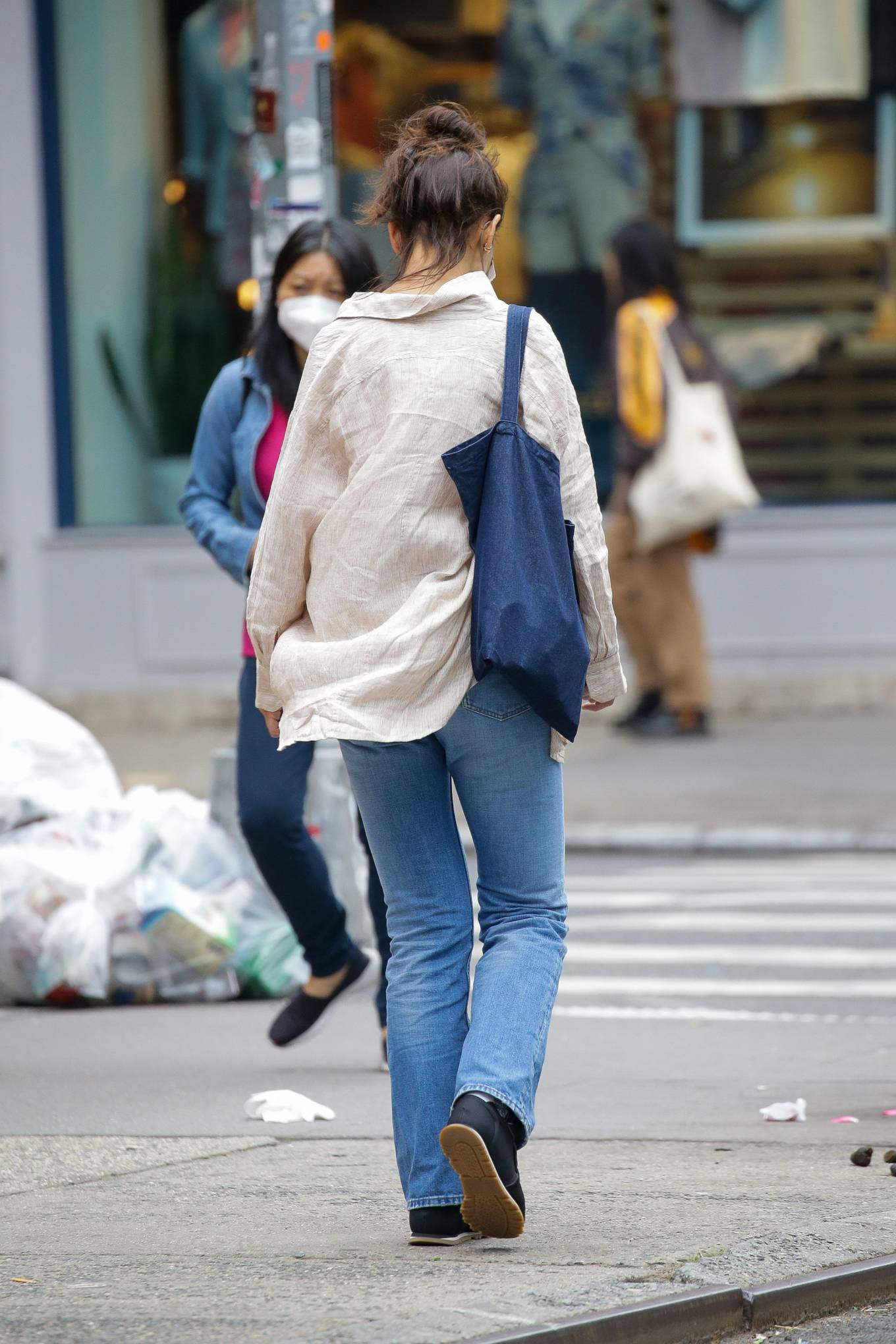 Katie Holmes - Steps out for a walk in New York