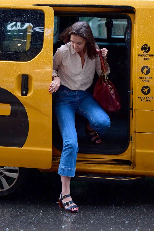 Katie Holmes: Walk in the rain in New York City-03