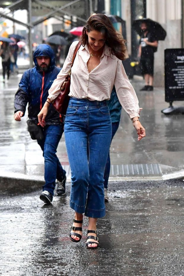 Katie Holmes: Walk in the rain in New York City-04