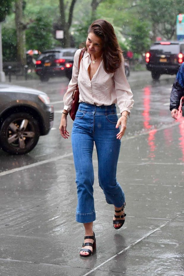 Katie Holmes: Walk in the rain in New York City-06