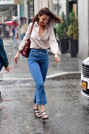 Katie Holmes - Walk in the rain in New York City