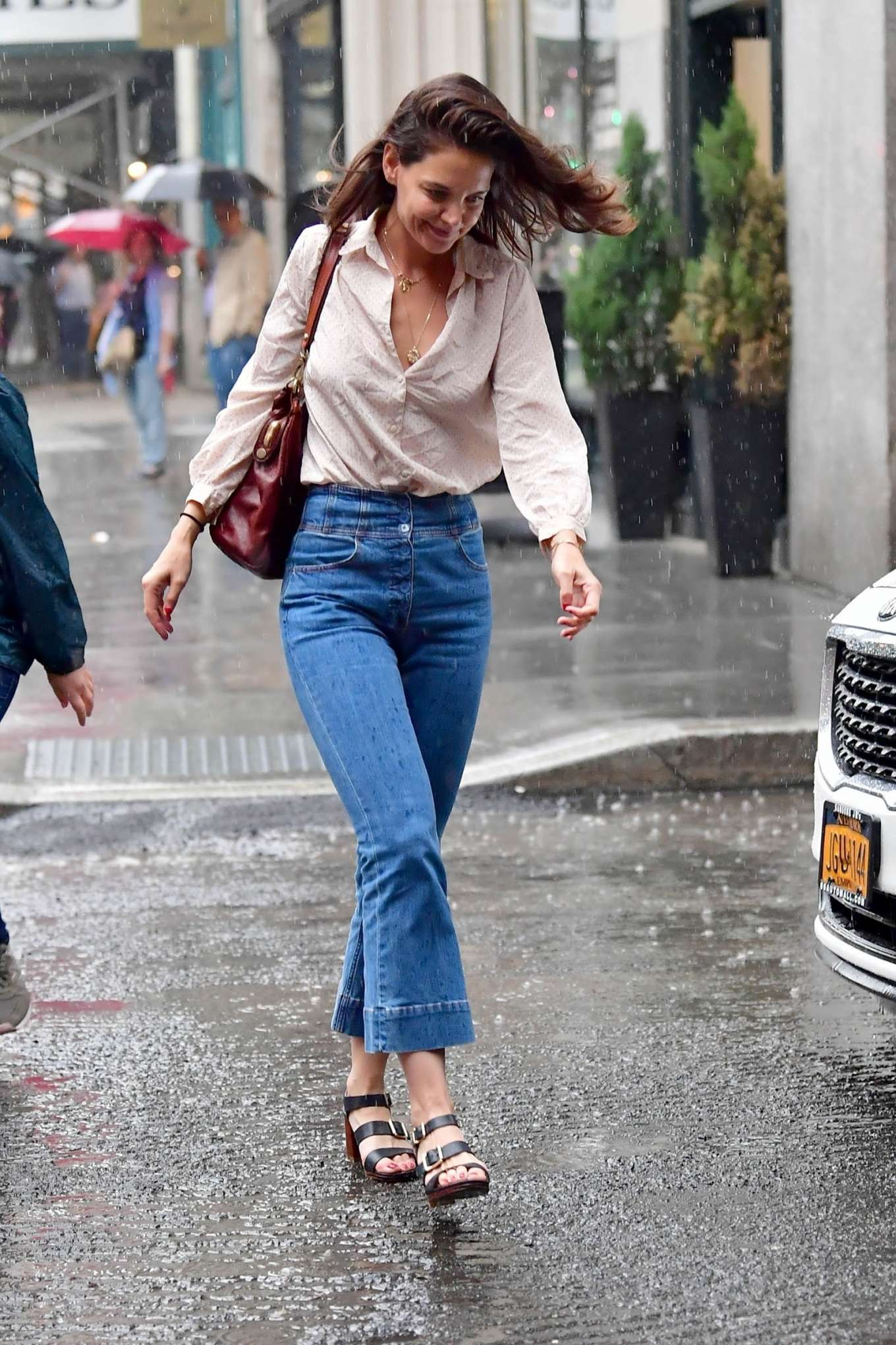 Katie Holmes - Walk in the rain in New York City