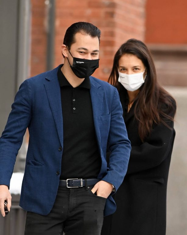 Katie Holmes - With her boyfriend Emilio Vitolo out for a walk on her 42nd birthday in New York