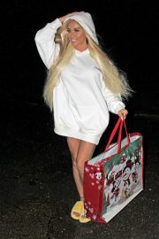 Katie Price in White Hoodie - Christmas Shopping in London