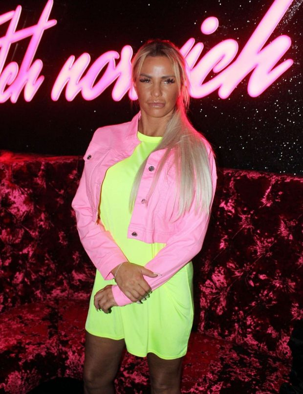 Katie Price - Meeting and Greeting fans in Norwich
