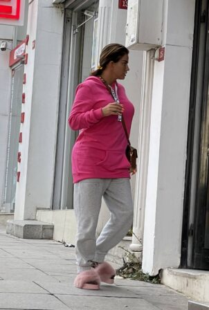 Katie Price - Spotted in Istanbul