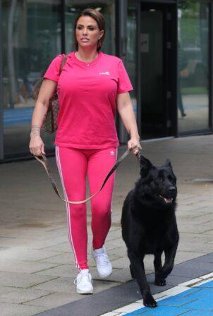 Katie Price - Takes her dog to Leeds Dock TV Studios in Manchester