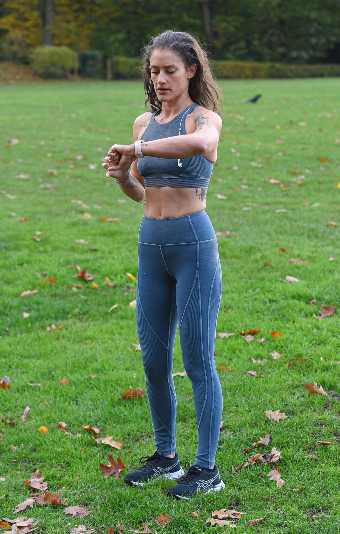 Katie Waissel 2019 : Katie Waissel – Going for an early morning exercise in London-02