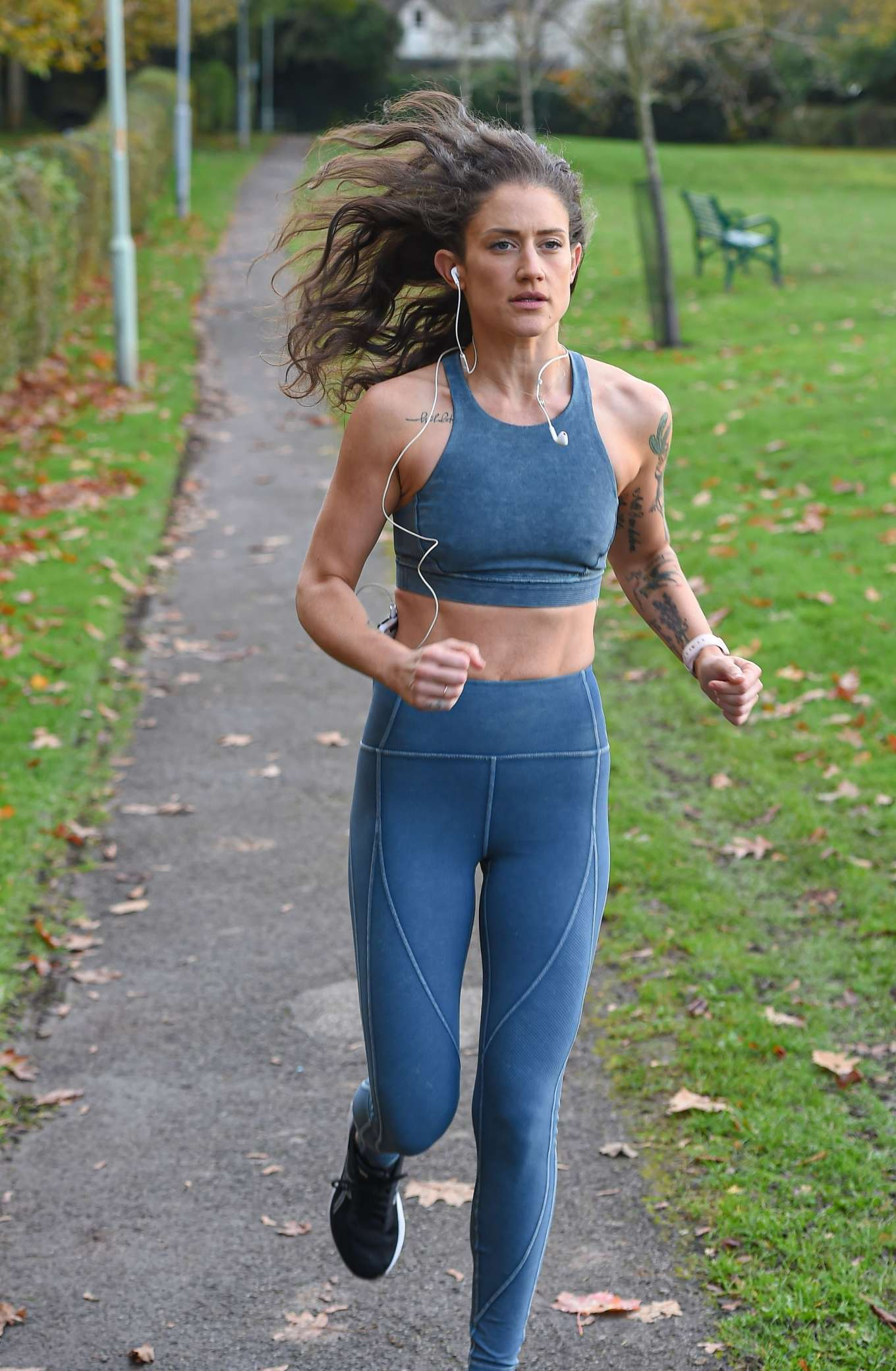 Katie Waissel 2019 : Katie Waissel – Going for an early morning exercise in London-05